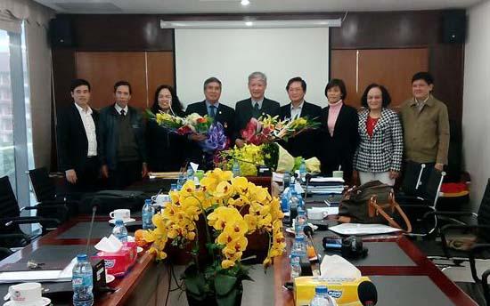 Đảng ủy CQTW Hội Luật gia Việt Nam tổ chức Lễ trao tặng huy hiệu 55 năm, 35 năm tuổi đảng.