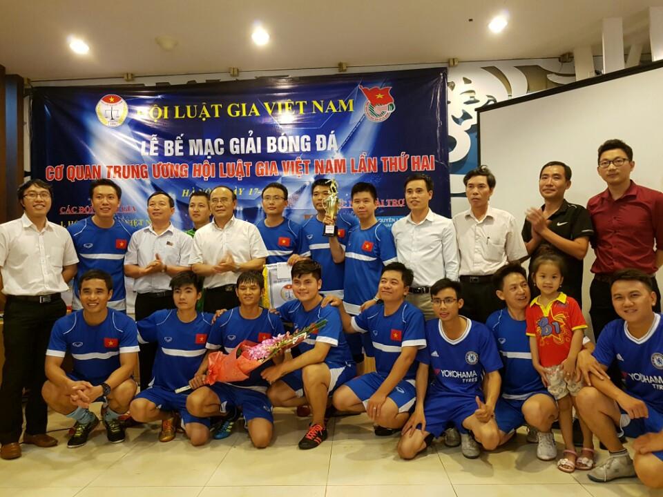 Bế mạc giải bóng đá Cơ quan TW Hội Luật gia Việt Nam lần thứ hai