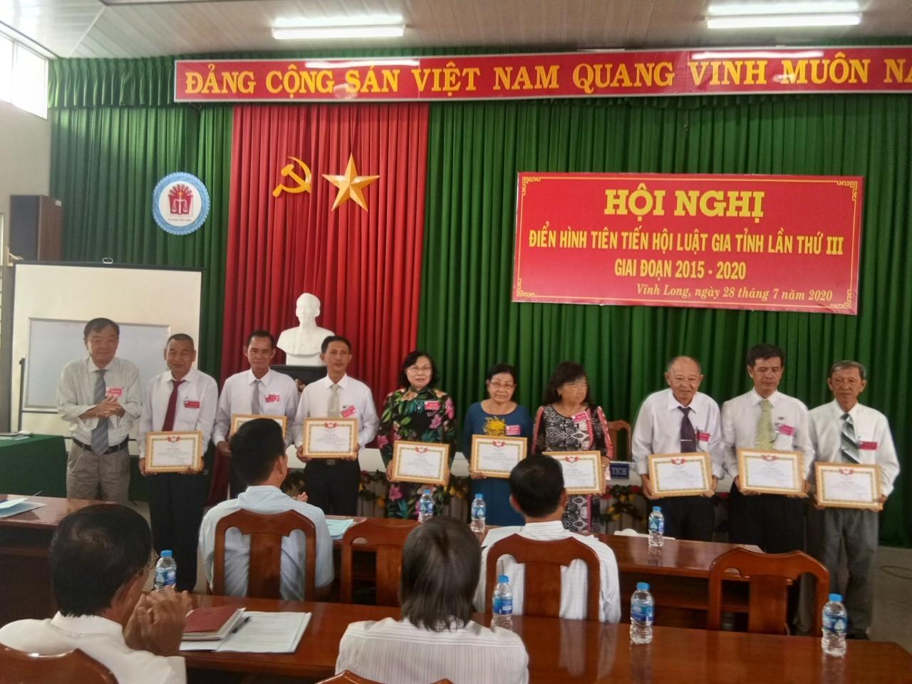 Hội Luật gia tỉnh Vĩnh Long tổ chức Hội nghị điển hình tiến lần thứ III