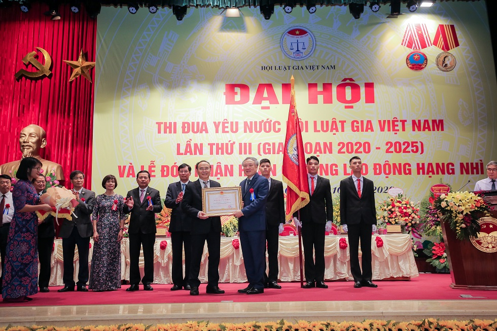 Hội Luật gia Việt Nam tổ chức Đại hội Thi đua yêu nước lần III và đón nhận Huân chương Lao động hạng Nhì